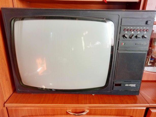 Старий телевізор. Працює.