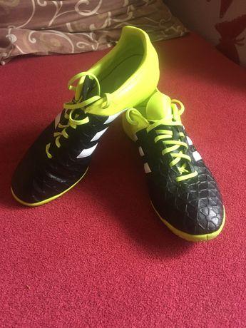Продам футзалки Adidas 43 р