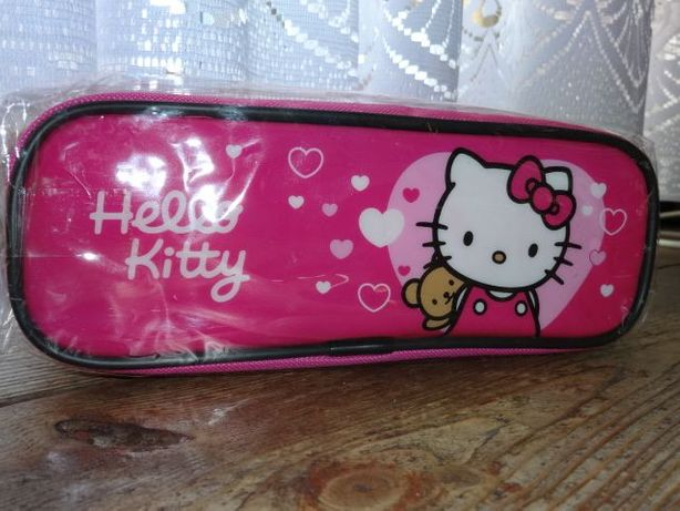 Piórnik z Hello Kitty.
