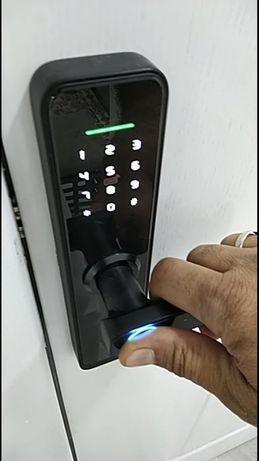 Fechadura digital, biométrico, codigo, app… em stock