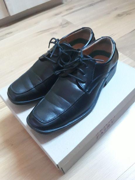 Eleganckie pantofle komunijne