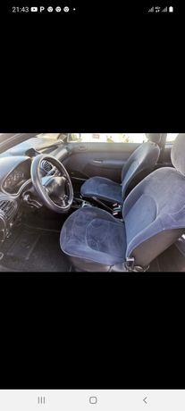 Peugeot 206. 2002 Oportunidade carro para o dia a dia.