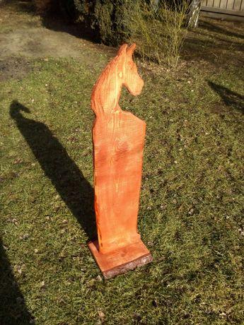Ozdoby ogrodowe z drewna