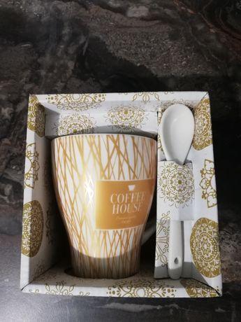 Чашка от Coffee House в подарочном боксе