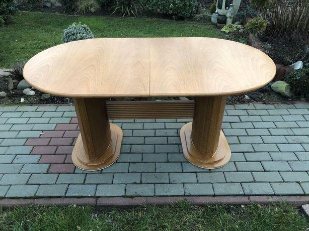 Rozsuwany drewniany stół/elementy ratanowe