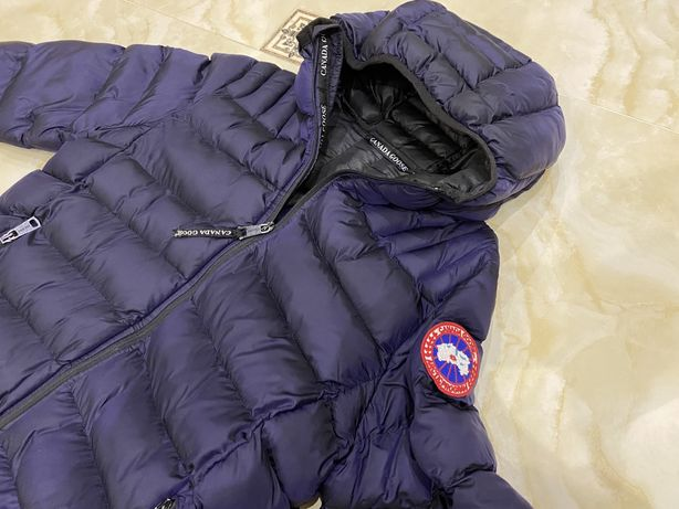 Продам куртку(пуховик) canada goose