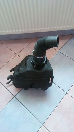 sprzedam obudowe filtra powietrza audi a6 c6 3.0 tdi 4FO 133837BB