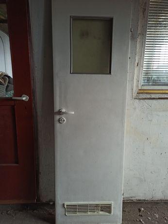 Drzwi białe 60 prawe