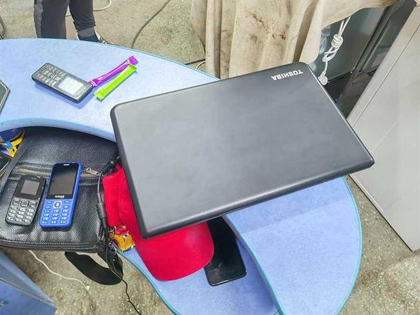 Ігровий ноутбук  Tоschiba   4  ядерний 4 оперативки  750  gb  жосткий