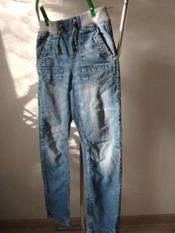 Spodnie dżynsy r S 140 cm