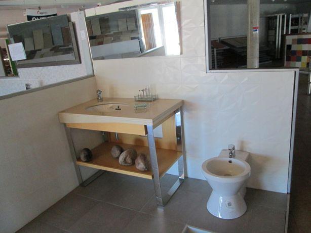Móveis e loiças de Casa de banho Novos.
