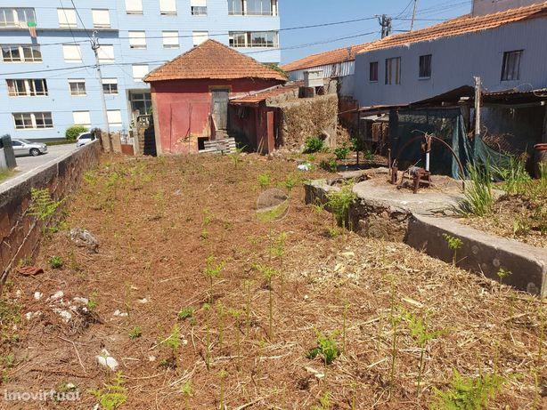 Moradia Isolada para Restaurar em paços de Brandão, Santa Maria da ...