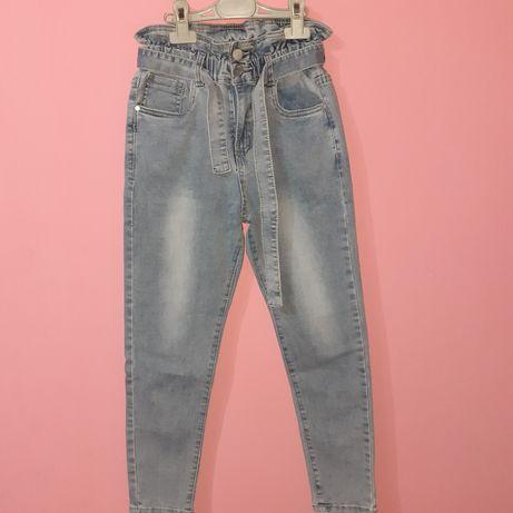 Джинсові штани на дівчинку