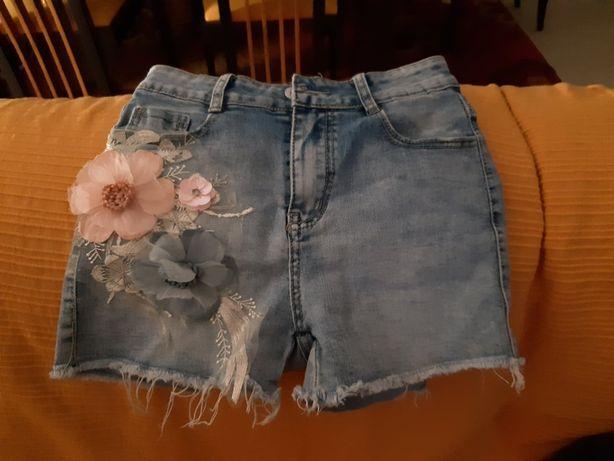 Calcao com bordado em flores tamanho S