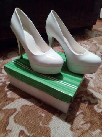 Туфли свадебные продам