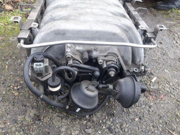 Впускной колектор Audi а8 4.2