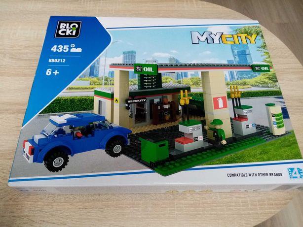 Klicki typu lego. Stacja paliw