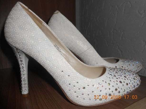 Туфли белые. Лодочки.