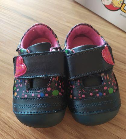 Buty dla dziewczynki rozmiar 18 Susan Mazzarino