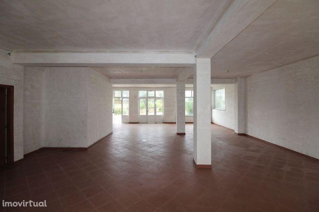 Loja, 94 m², Santa Comba Dão e Couto do Mosteiro
