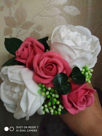 Маленький букетик із мильних квітів