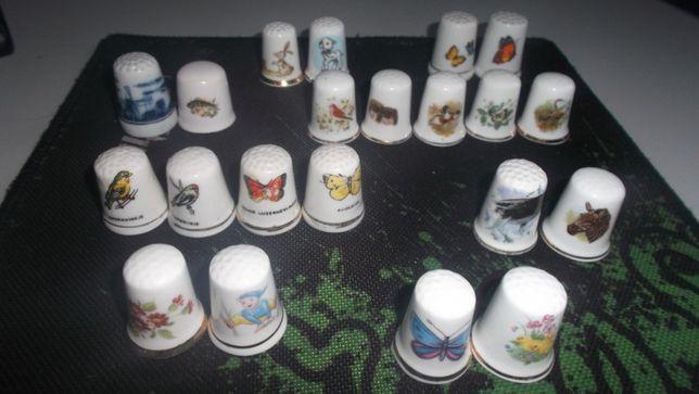 Naparstek kolekcjonerski sygnowany porcelanowy 19 szt.