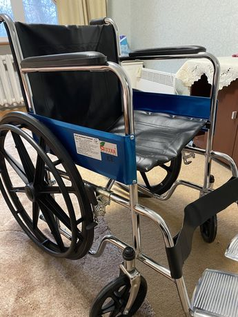 Продам инвалидное кресло каталка и ходунки (2200 и 500)