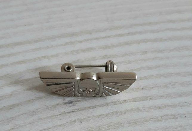 Значок металлический с черепом
