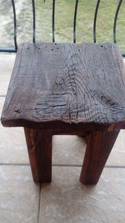 Taboret ze starego drewna