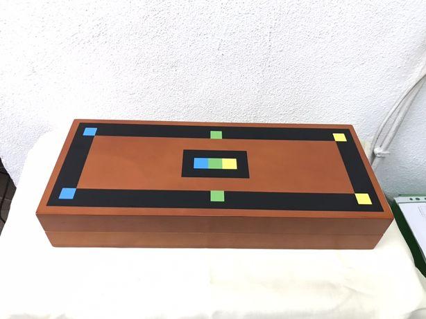 Caixa em madeira arquivadora de Cd's