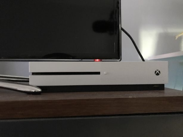 Xbox One S 500GB + 2 Pady i Cyberpunk 2077