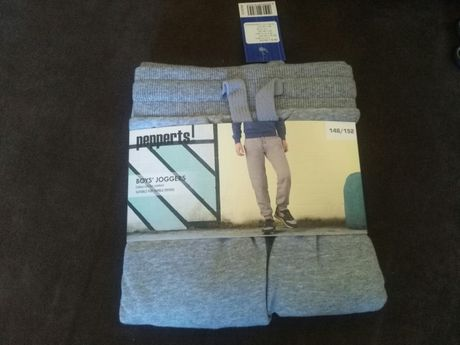 Spodnie dresowe 146/152