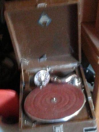 Патефон грамофон старинный пластинки.