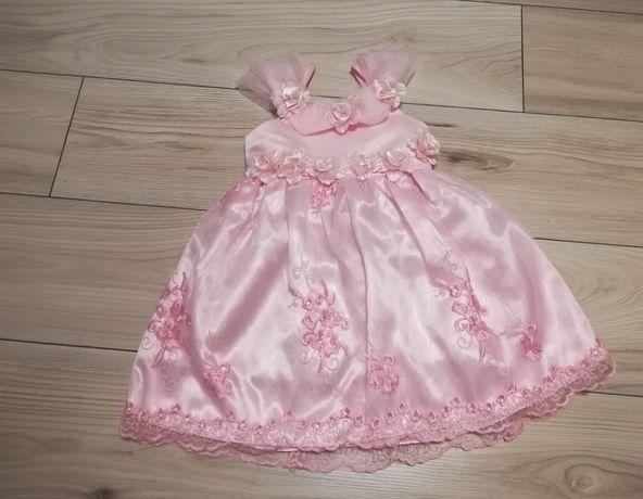 Śliczna różowa balowa sukienka dla dziewczynki