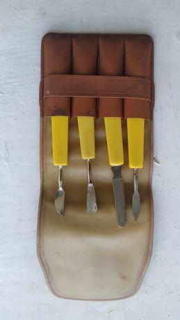 Продам вилки  и набор для ногтей.
