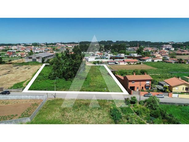 Terreno para construção de moradias em Paramos