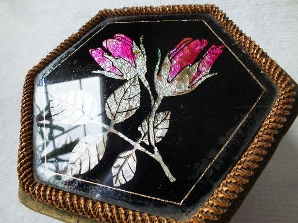 Stara szkatułka ''na skarby'' wyjątkowe pudełko z motywem kwiatowym
