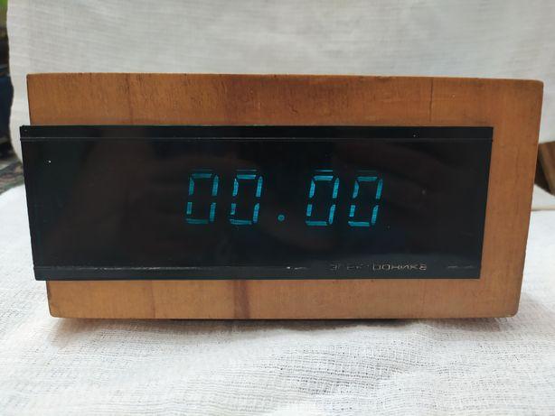 Настольные часы Электроника 6.15( Рабочий).