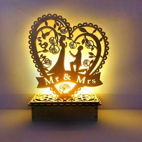 Drewniana podświetlana dekoracja ślubna