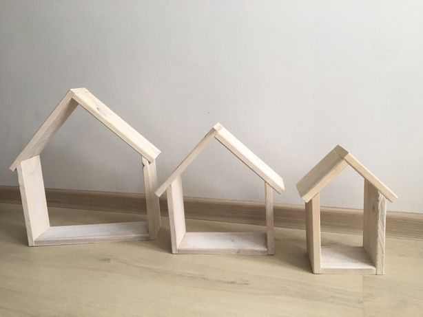 Domek drewniany, bielony, półka