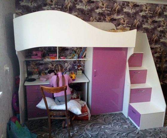Кровать- чердак с письменным столом и шкафом для одежды. Николаев.