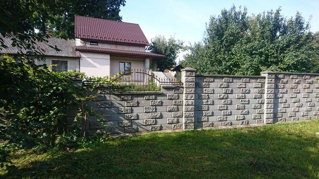 Продам добротний будинок в розвиненому районі міста
