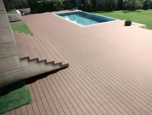 Deck para jardins, piscinas e terraços em madeira ou compósito
