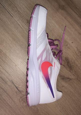 Sapatilhas Nike unisex tamanho 42,5 novas