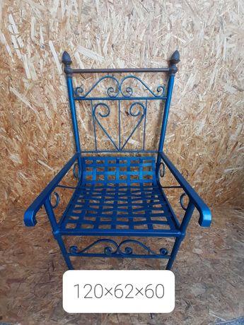 Cadeira de jardim antiga em ferro