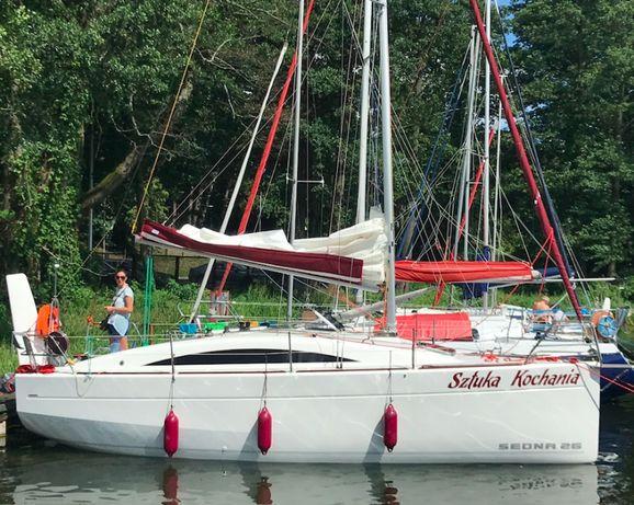 Czarter dużego nowego jachtu SEDNA26 6-8os.Webasto lodówka Mazury !