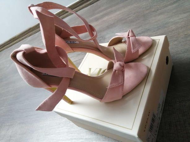 Sandały damskie na obcasie