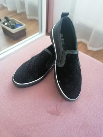 Na sprzrdaz buty