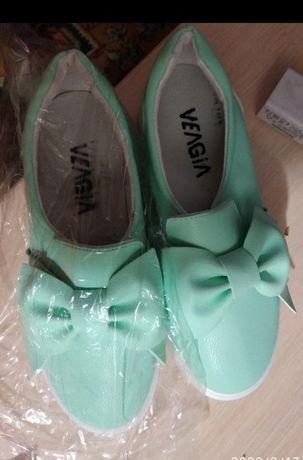 Слипоны новые туфли кеды