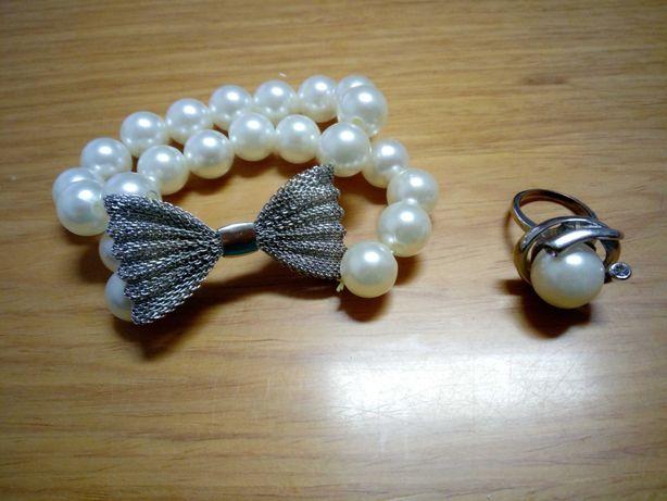 Conjunto novo de prata e pérola, inclui fio, pendente, pulseira e anel